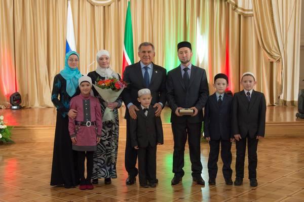 рустам минниханов и его семья фото